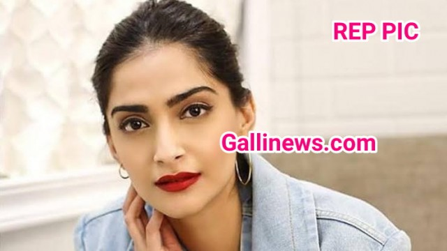 Actress Sonam Kapoor ka luggage British Airway ne ghumaya