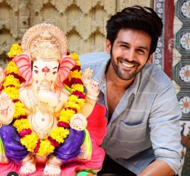 The adorable Kartik Aaryan wishes fans a happy Ganesh Chaturthi with this picture