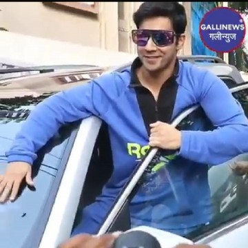 Varun Dhawan looks super casual in blue as he gets papped in the city