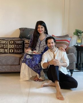 Varun dvn wishes all his fans on the occasion of Raksha Bandhan sharing these pictures Sparkles