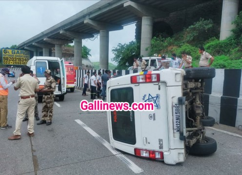 NCP Supremo Sharad Pawar ke Convoy ki Police Piloting Vehicle ka accident hua at Lonavla 1 injured