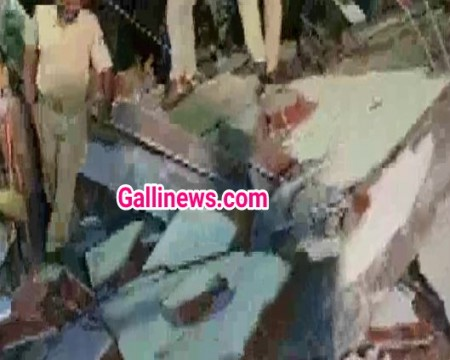 3 dead 3 Manzila Under Construction Building Collapse at Vadodra Gujrat
