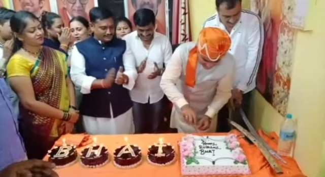 Talwar se Cake Cutting by Shiv Sena Post Holder Sajid Khan