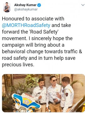 Bollywood Actor Akshay Kumar Traffic police ki wardi mai