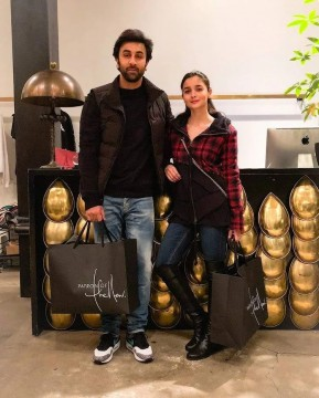 Ranbir Kapoor And Alia Bhatt New York Me Shopping Karte Hue Aaye Nazar