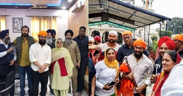 Superstar aamir khan looks all happy as he poses with fans at a gurudwara in Punjab
