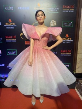 Amyra Dastur93 at the Filmfare Glamour AndStyle Awards 2019
