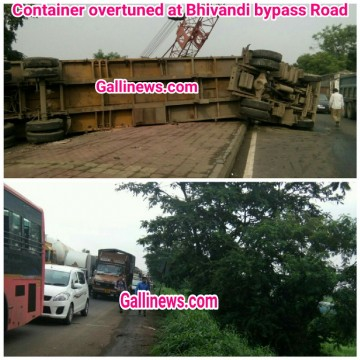 Container overturned at Bhivandi bypass Road