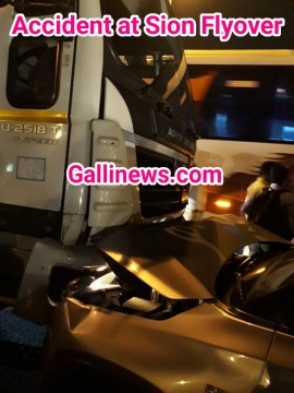 Major Accident Tempo ke sath 2 Bike and 2 Car Aapas may Takrayee Sion Flyover