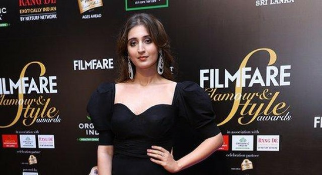 The lovely Dhvani Bhanushali a the Filmfare Glamour AndStyle Awards 2019.