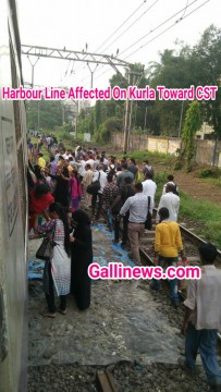 Harbour Line Affected On Kurla Toward CST
