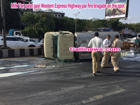 Milk Van palat gayi Western Express Highway par fire bragade on the spot
