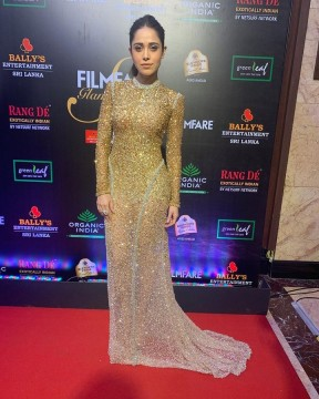All that glitters tonight is  NushratBharucha  at the Filmfare Glamour AndStyle Awards 2019