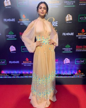 Rakul preet looks like a million bucks at the Filmfare Glamour  AndStyleAwards 2019