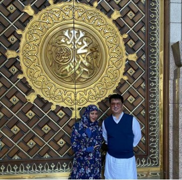 Sajid Nadiadwala Visits Mecca on 19th wedding anniversary