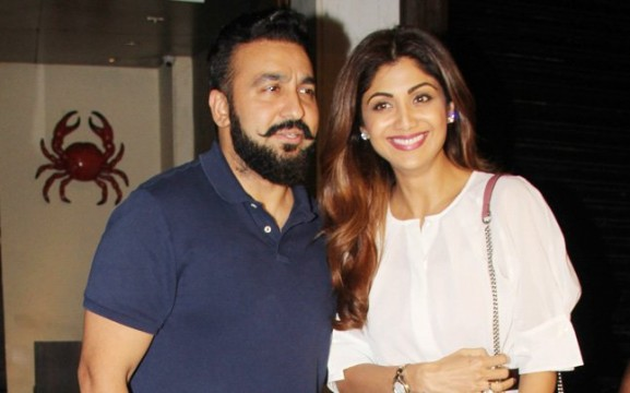Shilpa Shetty ki photo khichne par Restaurant ke bouncers ne 2 photographer ko peeta