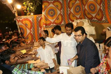 Maharashtra navanirman Sena as every Years organises refreshments for the Ganesha devotees